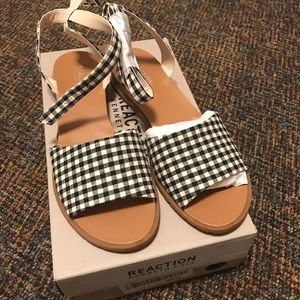 NWT Reaction Kenneth Cole Sandals